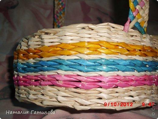 Впервые плела заранее покрашенными трубочками. Красила: розовый - колер+вода; голубой - гуашь+вода; жёлтый - краска для яиц. Все цвета немного красили руки, может быть чего-то не добавила? Подскажите. фото 3