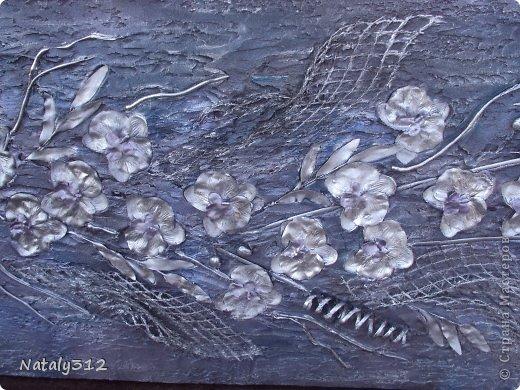 Размер панно 120 Х 60 Х 5 см. Выполнено на пеноплексе. Не гипс, а шпаклевка. Орхидеи искусственные, ткань. фото 4