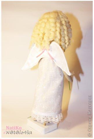 Как-то странно у меня создавалась эта кукла... Хотела что-то современное, девочку в джинсиках и стильной курточке... ну никак она  не давалась в этот образ ))) Сказала- хочу быть ангелом и все тут!!! Ну ангел, так ангел... Мое дело маленькое ;))) И я так прониклась к этому образу... Не могу налюбоваться ))) Минимум деталей, все как я люблю.... фото 4