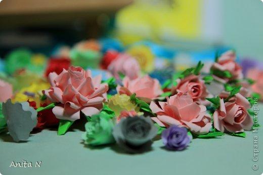 """Ну конечно же не розовый в смысле цвета, а розовый в смысле цветов :)))) а началось всё ооочень просто... с неумения и желания научиться..  в итоге самые простые в исполнении оказались спиральные розы, причём попробовала делать такие цвета как серо-коричневый... синий и бирюзовый... эти открытки как следствие попытки применить цветы необычного цвета. Начала со """"шкатулки"""" почему в кавычках, не знаю как назвать коробчёнку :) сотворилась, живёт на полке, наверное детям в итоге достанется.. крышка в виде шляпки, неровно я к шляпкам дышу :) давно собиралась, а тут такой случай замечательный :) :) :) с открытками совпадение только по цветовой гамме, не комплект вовсе, и из разных материалов.. и вообще.. :) фото 14"""