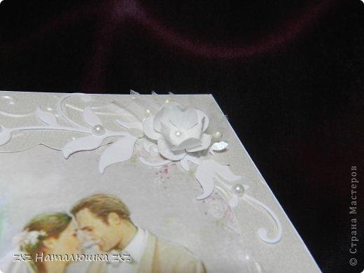 Здравствуйте, замечательные Мастера и Мастерицы!!!!!!Вот,хочу показать вам коробочку))!Делала на заказ.По желанию заказчицы коробочка получилась немаленькая))) 20х12,5см.Использовала бумагу для черчения,дизайнерскую перламутровую двух оттенков-платина и серебро.Картинку распечатала,цветочки дырокольные и вырубка.Тиснение на машинке. фото 5