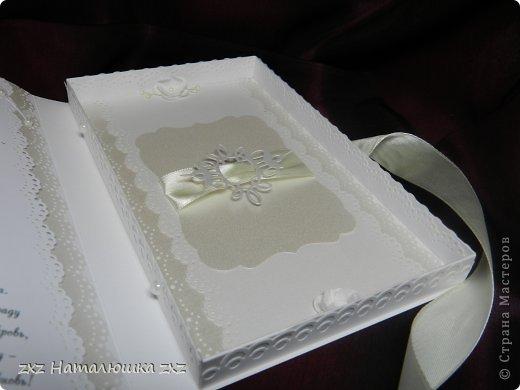 Здравствуйте, замечательные Мастера и Мастерицы!!!!!!Вот,хочу показать вам коробочку))!Делала на заказ.По желанию заказчицы коробочка получилась немаленькая))) 20х12,5см.Использовала бумагу для черчения,дизайнерскую перламутровую двух оттенков-платина и серебро.Картинку распечатала,цветочки дырокольные и вырубка.Тиснение на машинке. фото 8