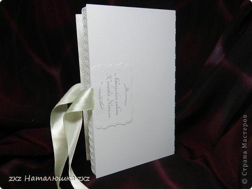 Здравствуйте, замечательные Мастера и Мастерицы!!!!!!Вот,хочу показать вам коробочку))!Делала на заказ.По желанию заказчицы коробочка получилась немаленькая))) 20х12,5см.Использовала бумагу для черчения,дизайнерскую перламутровую двух оттенков-платина и серебро.Картинку распечатала,цветочки дырокольные и вырубка.Тиснение на машинке. фото 9