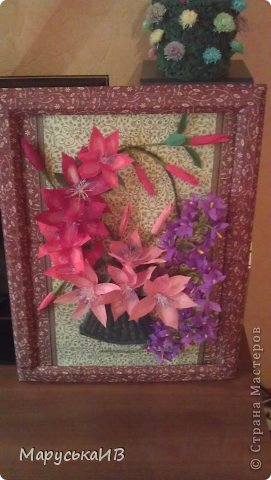 Решила сделать цветочную картину... Фоном послужили салфетки, задекупажировала на картон и рамочку тоже обклеила салфетками , хотя сейчас мне кажется сильно цветная рамку хочу в коричневый покрасить :) фото 4