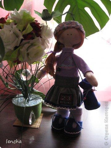 Здравствуйте, мои дорогие жители Страны Мастеров!!! Я очень рада видеть вас на своей страничке снова и снова!!!!!!!! :))) Сегодня я хочу показать вам мою новую куколку------.........а имя ей не придумала.... Посмотрите на неё. Фотосессия оказалась мега-скромной, т.к. подкачала погода во-первых, а во вторых---около моего магазина не самый красивый пейзаж :))) фото 8