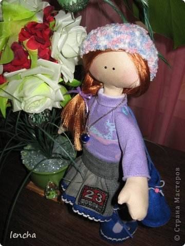 Здравствуйте, мои дорогие жители Страны Мастеров!!! Я очень рада видеть вас на своей страничке снова и снова!!!!!!!! :))) Сегодня я хочу показать вам мою новую куколку------.........а имя ей не придумала.... Посмотрите на неё. Фотосессия оказалась мега-скромной, т.к. подкачала погода во-первых, а во вторых---около моего магазина не самый красивый пейзаж :))) фото 9