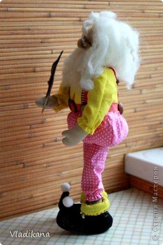 Вот такой старичок-толстячок у меня получился... Рост 35см Увидела в нэте фото текстильной куклы гнома и захотелось сделать такого же.. Но выкройки не нашла и сама методом тыка нарисовала выкройки тушки и всего остального.. фото 4