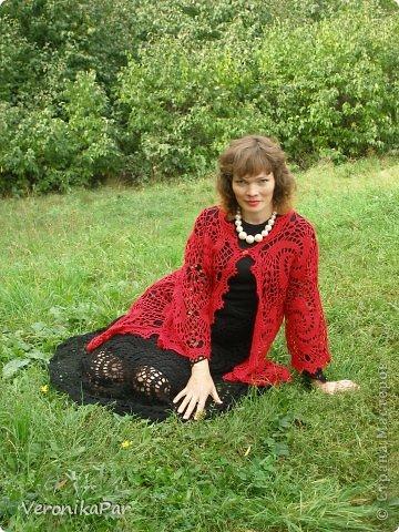 Красный кардиган  -работа женщины, которая на след. фото. фото 1