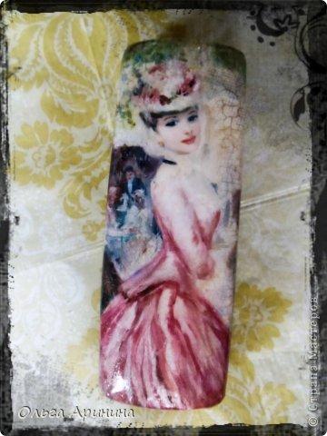 """Обложка на паспорт из натуральной кожи """"Времена года"""", выполненная в технике декупаж. Обложка состарена трещинками, куда затерты болотно-золотые тени, покрыта стекловидным лаком. фото 3"""