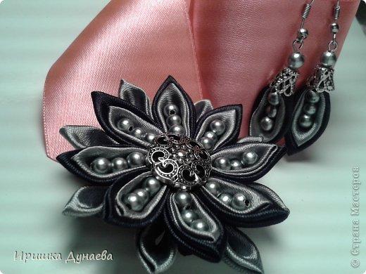 Увидев в случайно в интернете мастер-класс по изготовлению цветов в технике канзаши просто не могу остановиться!!! Каждый из моих цветов не повторим и не возможно сделать точную копию и это прекрасно! фото 2