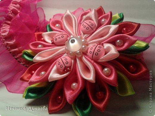 Увидев в случайно в интернете мастер-класс по изготовлению цветов в технике канзаши просто не могу остановиться!!! Каждый из моих цветов не повторим и не возможно сделать точную копию и это прекрасно! фото 3