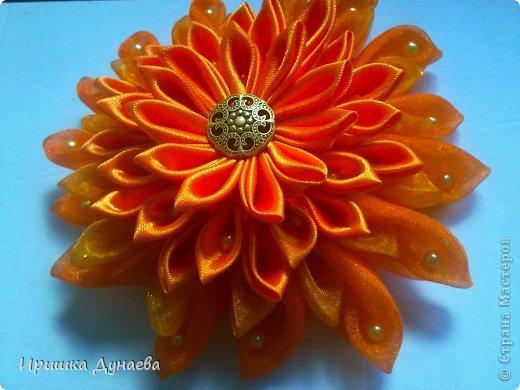 Увидев в случайно в интернете мастер-класс по изготовлению цветов в технике канзаши просто не могу остановиться!!! Каждый из моих цветов не повторим и не возможно сделать точную копию и это прекрасно! фото 4