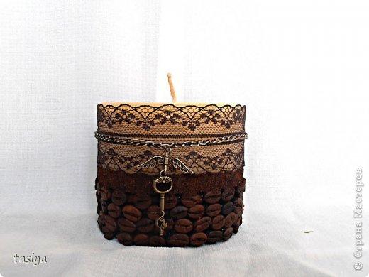 Приветик мои хорошие, давно я свечи не показывала. Вот такая вот свеча отлилась с подарок постоянной клиентке))) Надеюсь ей понравится. Диаметр 10 см. Высота 9 см.