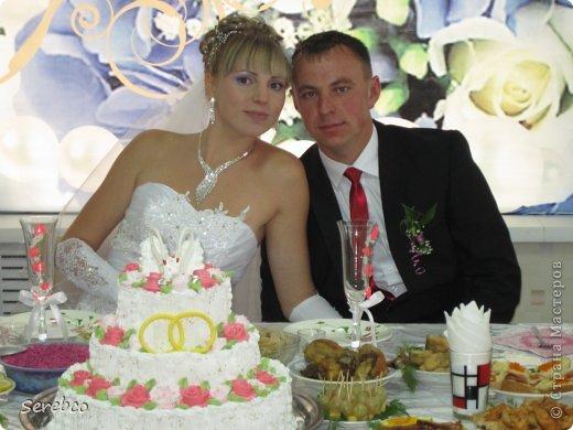 У моей сестренки была  свадьба 6 октября. Впервые занялась свадебными аксессуарами.   Такие бутылочки делаю уже не в первый раз. Оч они всем нравятся.  фото 7