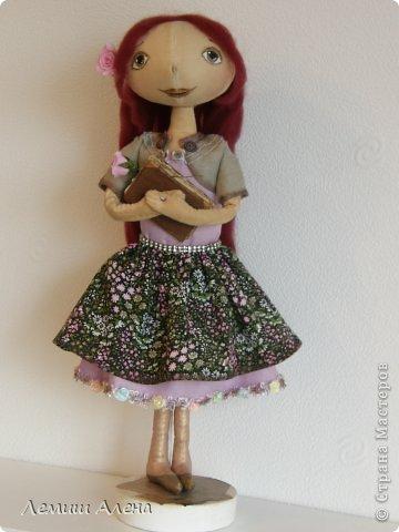 Мечтательница. куколка тоже пошита из хлопка тонированного кофе.