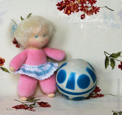 Самые простые вальдорфские куклы, приближенные к классики, с намечанными чертами лица, без носика, 20 см. фото 2