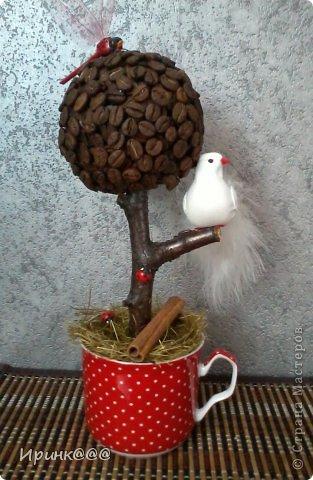Это деревце -первое что заинтересовало меня в Стране мастеров,но начала я с самого сложного-кукол.Но мечта о своём дереве не давала покоя,и вот оно у меня появилось,чему я очень рада фото 1