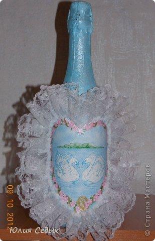 Друзья,насмотревшись на мои работы,попросили подарить им на годовщину свадьбы бутылку.делала из того,что нашла в своих закромах,но результат мне нравится,тем более,что это первая свадебная бутыль.Подарок ещё не подарен,вот и переживаю понравится ли получателям... фото 1