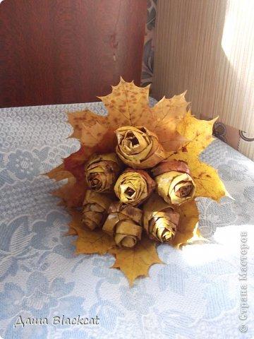Остались только желтые листья.)