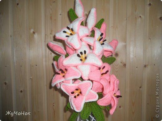 Лилии крючком и ваза тоже