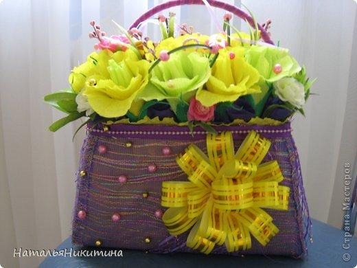 Вот, сделала пробную сумочку с конфетками. Делала впервые, без повода, для пробы... Просто купила желтой бумаги. фото 1