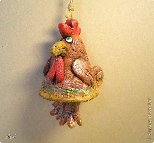"""Пришла в восторг от керамики Натальи Сотс, вдохновилась ее колокольчиками ( http://triinochka.ru/post160545720/ , http://www.flickr.com/photos/10418916@N08/sets/72157600952310466/ ). Этот кот """"слизан"""" с ее кота-колокольчика, копией назвать это не могу, так как до работы автора сильно не дотягивает :-). фото 3"""