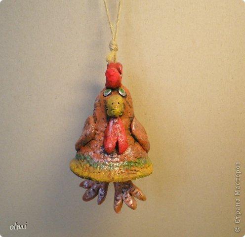 """Пришла в восторг от керамики Натальи Сотс, вдохновилась ее колокольчиками ( http://triinochka.ru/post160545720/ , http://www.flickr.com/photos/10418916@N08/sets/72157600952310466/ ). Этот кот """"слизан"""" с ее кота-колокольчика, копией назвать это не могу, так как до работы автора сильно не дотягивает :-). фото 4"""