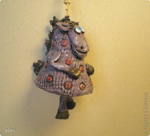 """Пришла в восторг от керамики Натальи Сотс, вдохновилась ее колокольчиками ( http://triinochka.ru/post160545720/ , http://www.flickr.com/photos/10418916@N08/sets/72157600952310466/ ). Этот кот """"слизан"""" с ее кота-колокольчика, копией назвать это не могу, так как до работы автора сильно не дотягивает :-). фото 6"""