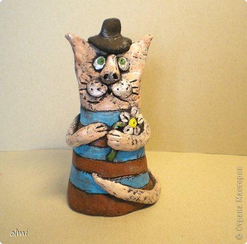 """Пришла в восторг от керамики Натальи Сотс, вдохновилась ее колокольчиками ( http://triinochka.ru/post160545720/ , http://www.flickr.com/photos/10418916@N08/sets/72157600952310466/ ). Этот кот """"слизан"""" с ее кота-колокольчика, копией назвать это не могу, так как до работы автора сильно не дотягивает :-). фото 10"""