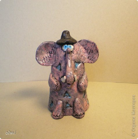 """Пришла в восторг от керамики Натальи Сотс, вдохновилась ее колокольчиками ( http://triinochka.ru/post160545720/ , http://www.flickr.com/photos/10418916@N08/sets/72157600952310466/ ). Этот кот """"слизан"""" с ее кота-колокольчика, копией назвать это не могу, так как до работы автора сильно не дотягивает :-). фото 11"""