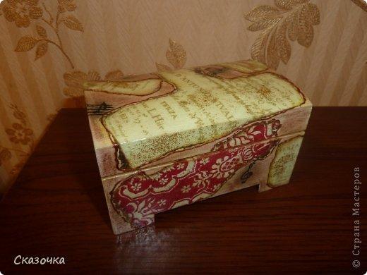 Вот такая получилась у меня шкатулка из заготовки, сухой пастели, контура, блесток, обожженной салфетки, дорисовок и лака. фото 1
