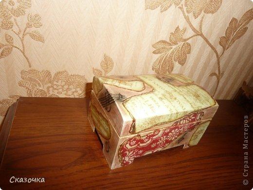 Вот такая получилась у меня шкатулка из заготовки, сухой пастели, контура, блесток, обожженной салфетки, дорисовок и лака. фото 4