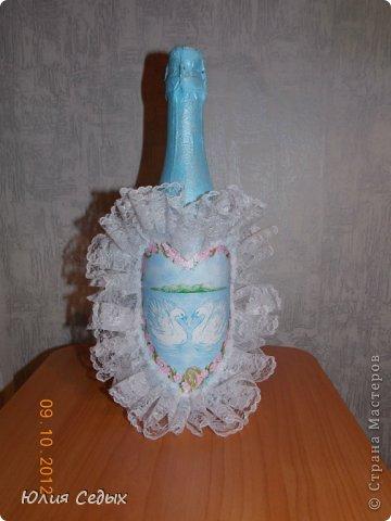 Друзья,насмотревшись на мои работы,попросили подарить им на годовщину свадьбы бутылку.делала из того,что нашла в своих закромах,но результат мне нравится,тем более,что это первая свадебная бутыль.Подарок ещё не подарен,вот и переживаю понравится ли получателям... фото 2