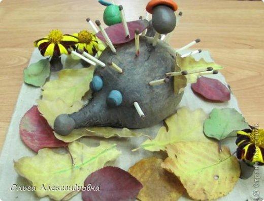 """Осень на дворе. И проект наш называется """"Осенние мотивы"""". Во время проекта будем рассказывать стихи про осень, покажем ее красоту в рисунках и, конечно же, в поделках. Вот, постепенно, пополняется наша выставка. фото 2"""