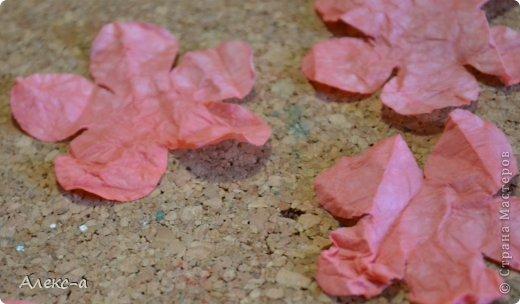для такого очаровательного цветка нам понадобится: бумага для рисования пищевой краситель(мист,чернила для принтера,акварельные краски,то что красит в общем))) клей файлик перчатки(я работала без них) бусинка или тычинки для серединки палочка для тиснения(либо ручка с шариком на конце) фото 8