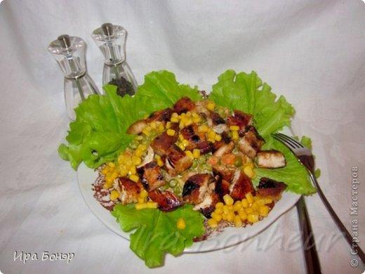 Горячий салат из курицы гриль с кукурузой