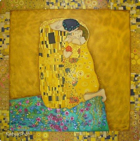 """Платок """"Музыка дождя"""" 65*65 см 100% атласный шелк Композиция этого платка была навеяна мне впечатлениями, когда в один осенний вечер я прогуливалась по улице и увидела банальный, но очень романтический сюжет. Влюбленная пара стояла под зонтиком, укрывшись от дождя. Он нежно обнимал ее за талию и она отвечала ему взаимностью. Дождь стучал по мостовой свою осеннюю мелодию, а они беззаботно наслаждались этими мгновениями счастья...  И в результате мне довелось поучаствовать на выставке с этим платочком, а потом один молодой человек приобрел его для своей любимой. Надеюсь,что у обоих пар все будет хорошо!   фото 14"""