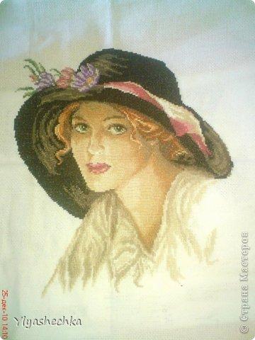 красивые женщины в шляпах на природе фото