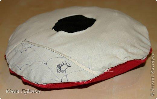 Здравствуйте! В детском саду попросили сшить для утренника шляпку гриба. Вот шляпа и готова, но пока её обладатель спит, примерим на леопарда, который любезно согласился побыть моделью. фото 9