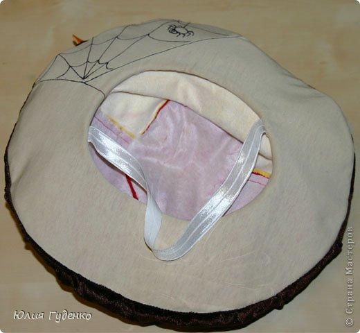 Здравствуйте! В детском саду попросили сшить для утренника шляпку гриба. Вот шляпа и готова, но пока её обладатель спит, примерим на леопарда, который любезно согласился побыть моделью. фото 10