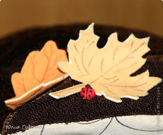 Здравствуйте! В детском саду попросили сшить для утренника шляпку гриба. Вот шляпа и готова, но пока её обладатель спит, примерим на леопарда, который любезно согласился побыть моделью. фото 12