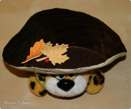 Здравствуйте! В детском саду попросили сшить для утренника шляпку гриба. Вот шляпа и готова, но пока её обладатель спит, примерим на леопарда, который любезно согласился побыть моделью. фото 20