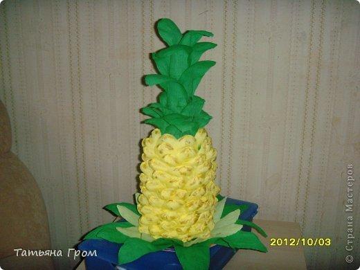 Как сделать ананас из гофрированной бумаги с конфетами