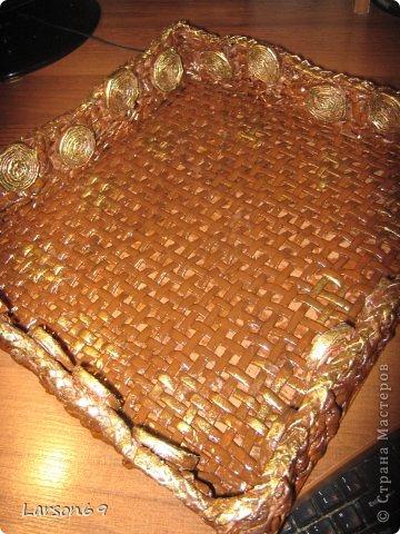 """"""" Печенье в клеточку"""" - подносик плетенный из газет. фото 1"""