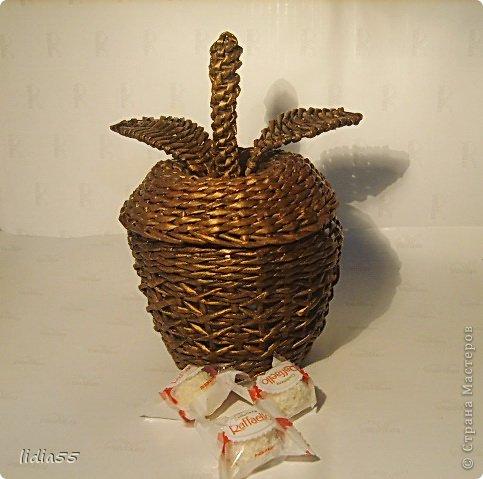 а это мое, долгорождавшееся яблочко!!уже почти у всех есть этот фрукт в коллекции. а я все никак не могла собраться его сплести... фото 1
