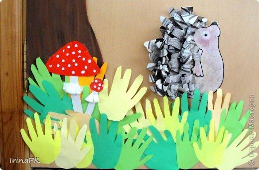 Коллективная работа Праздник осени Аппликация из«ладошек» Осень в гости к нам пришла Оформление группы Бумага Бумага газетная Гуашь фото 2