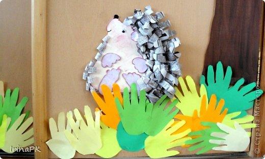 Коллективная работа Праздник осени Аппликация из«ладошек» Осень в гости к нам пришла Оформление группы Бумага Бумага газетная Гуашь фото 3