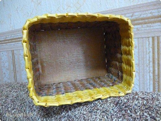 Всем здравствуйте! Это одни из первых работ. Плела в подарок бабушке. Правая под прищепки, а левая под цветок. фото 4