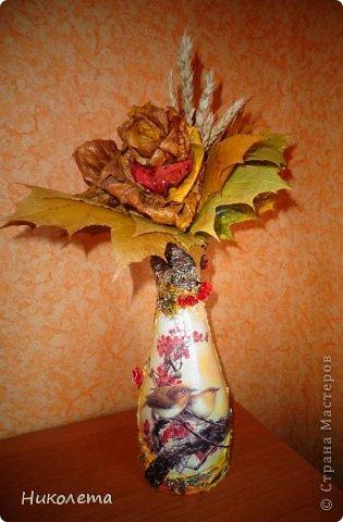Всем привет!!!!! Облетели листья с деревьев,  прошел первый снежок, хочется что-то оставить на память о золотой осени, так родилась эта вазочка из стеклянной бутылки. фото 17