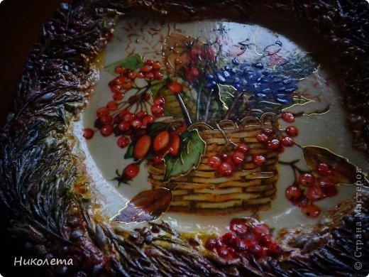 Всем привет!!!!! Облетели листья с деревьев,  прошел первый снежок, хочется что-то оставить на память о золотой осени, так родилась эта вазочка из стеклянной бутылки. фото 30